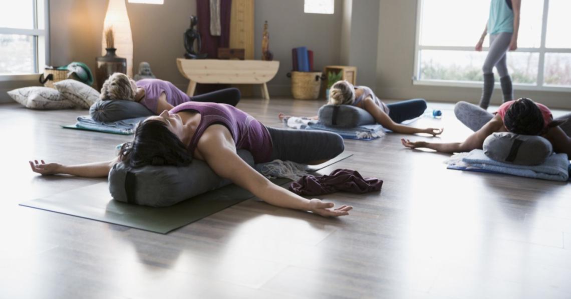 posture yoga regles douloureuses